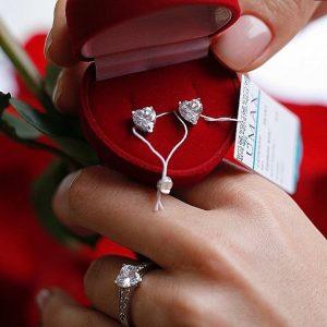 Набор серебряное кольцо и сережки сердце фото
