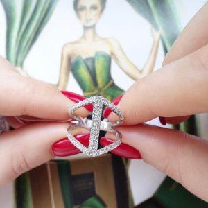 Серебряное кольцо широкое с камнями фото