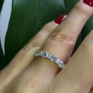 Серебряное кольцо с цирконием фото