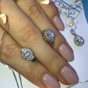 Набор из серебряных сережек, кольца и подвески фото