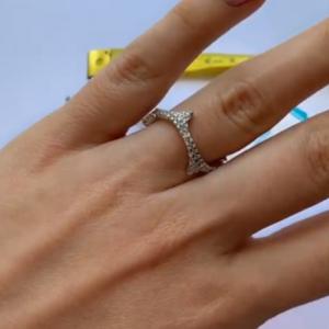 Серебряные кольцо ветвь с цирконием фото