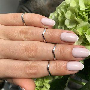 Серебряное кольцо без камней глянцевое на фалангу фото