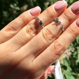 Серебряное кольцо бабочка с камнями фото