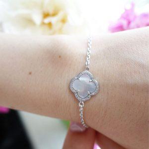 Серебряный браслет с белым ониксом фото