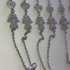 Серебряный браслет девочка с камнями фото