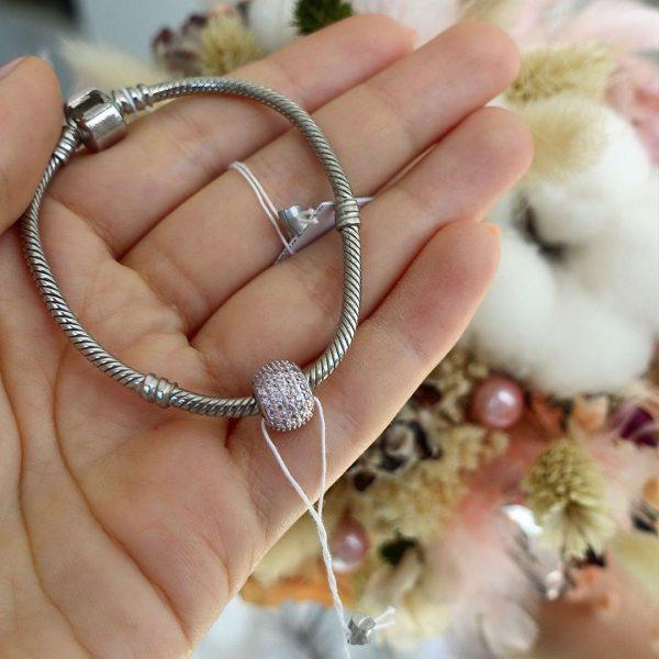 Серебряный шарм Pandora бочонок с розовыми камнями фото