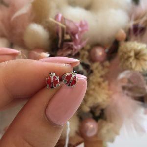 Серебряные серьги гвоздики божья коровка фото