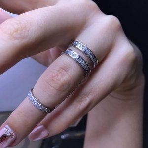 Кольцо на весь палец с камнями фото
