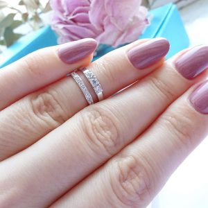 Серебряное кольцо на фалангу с цирконием фото