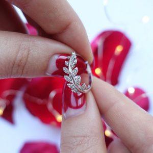 Серебряное кольцо ветвь с камнями фото