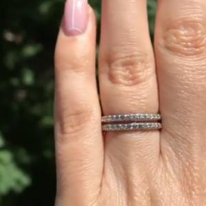 Серебряное кольцо двойное с камнями фото