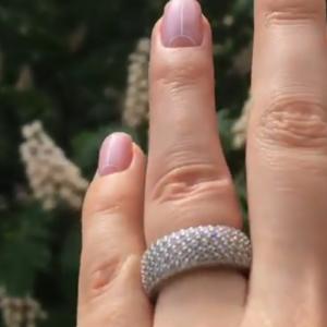 Серебряное кольцо бочонок с камнями фото