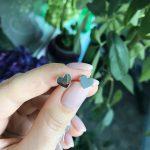 Серебряные детские пусеты сердце глянцевые фото