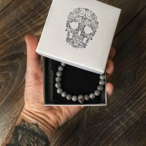 Из какого материала купить мужской браслет?